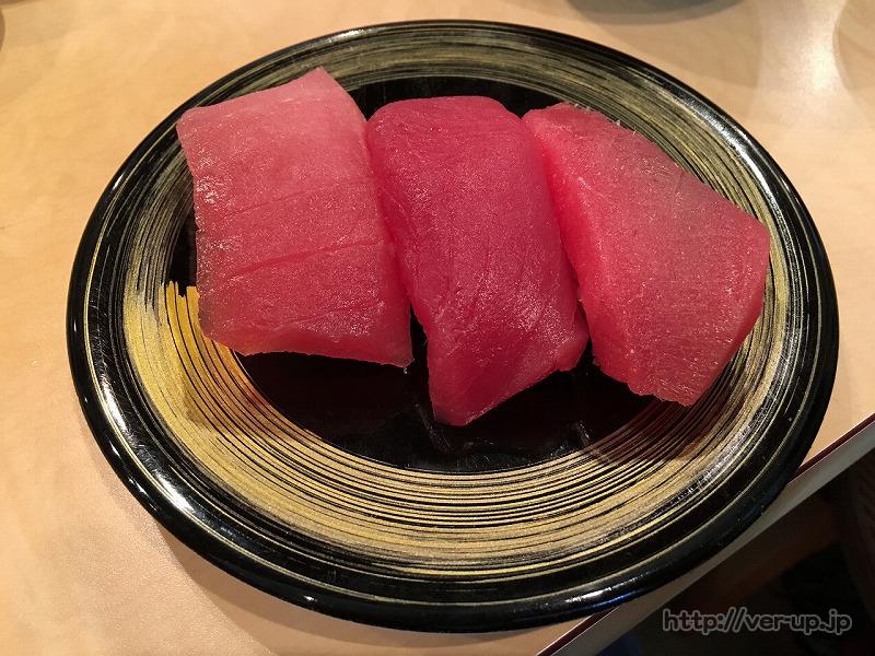 清水すし横丁の「朝獲れ回転寿司のぶちゃん」の3種のまぐろ握り