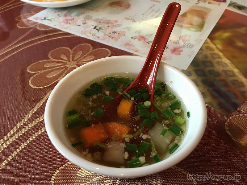 Dippalace(ディップパレス)のガパオライスとスープのセット