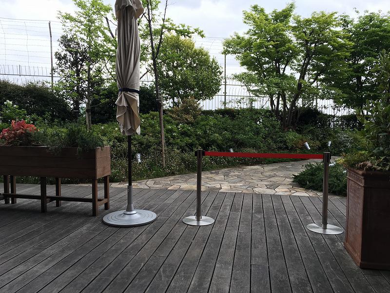 新宿高島屋のつばめグリルの屋外テラス席