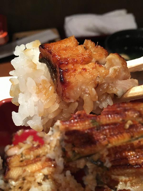 渋谷 神泉 うなぎ のいちのやのごはんとうなぎを交互に重ね、4段にしたお重。