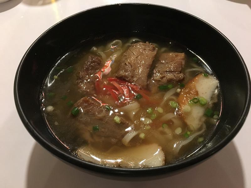 バンコクの沖縄料理 金城のソーキソバ