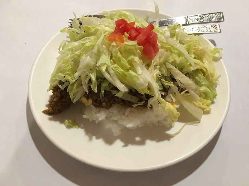 タバンコクの沖縄料理 金城のタコライス