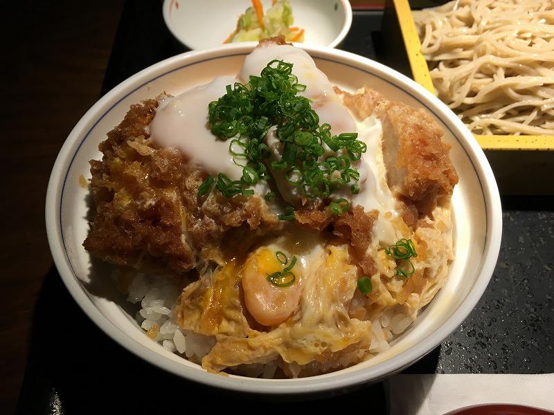 タイ バンコクの「みつもり」のかつ丼