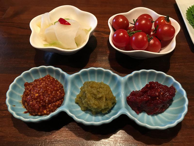 吉祥寺「肉山」プチトマトと薬味