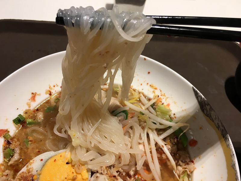 Tom Yum noodles soup with pork(トムヤム麺)の麺は米粉